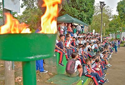 Fiesta deportiva y cultural en Miniolimpiadas con menores del programa Jornada Escolar Complementaria de Comfenalco Tolima